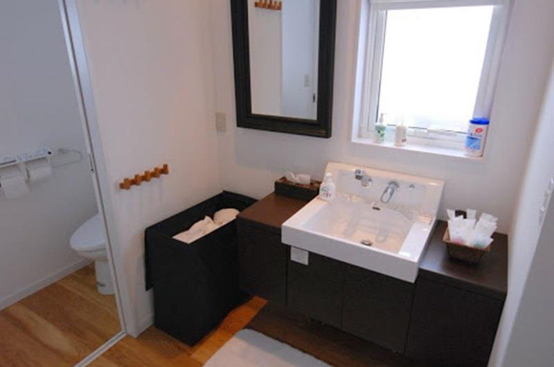 Peak Bathroom with Mirror | Lower Hirafu