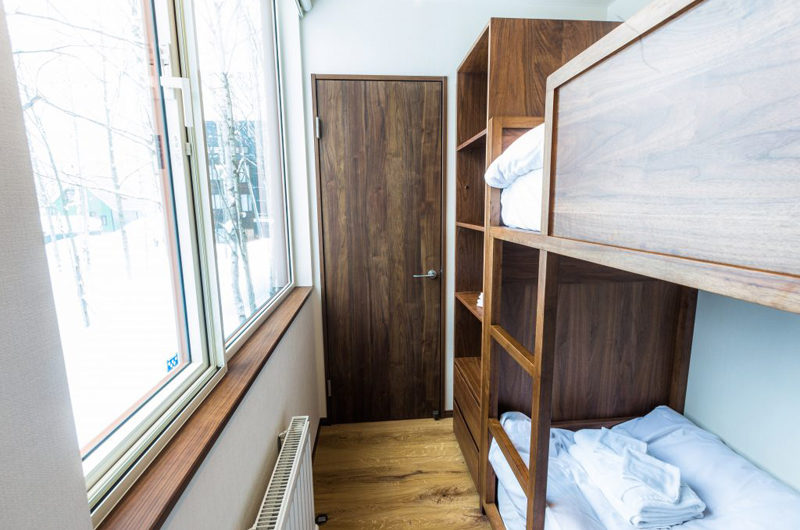 Snow Dog Bunk Beds with Window | Higashiyama