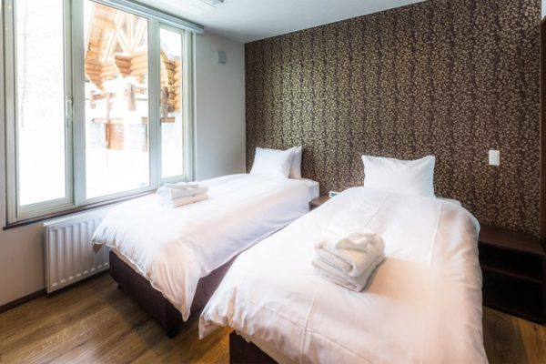 Snow Dog Twin Bedroom | Higashiyama
