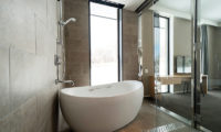 The Kamui Niseko En-Suite Bathroom with Bathtub | Annupuri