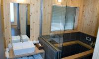 The Owl House Bathroom with Bathtub   Lower Hirafu