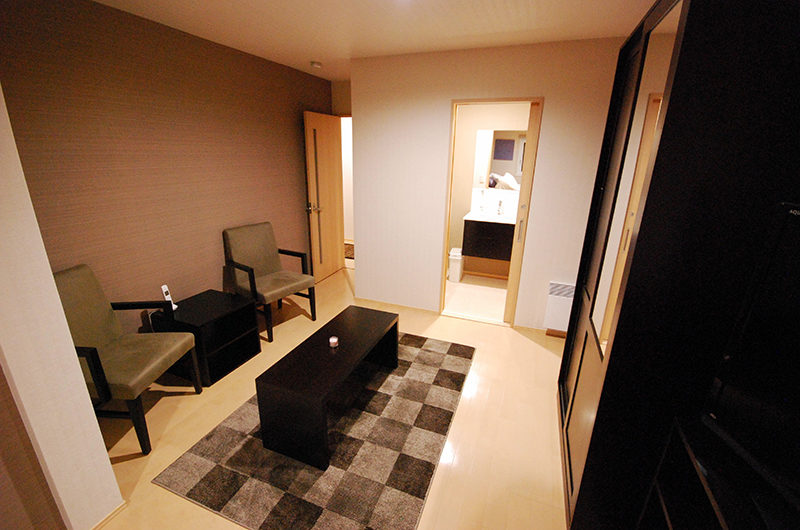 Cisco Moon Lodge Seating Area | Lower Hirafu