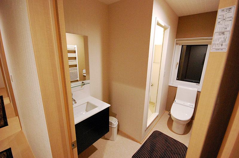 Cisco Moon Lodge Bathroom | Lower Hirafu