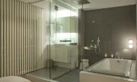 J-Sekka Suites En-Suite Bathroom | Middle Hirafu