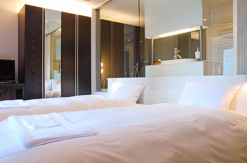 J-Sekka Suites Spacious Twin Bedroom | Middle Hirafu