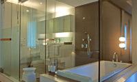 J-Sekka Suites En-Suite Bathroom with Bathtub | Middle Hirafu