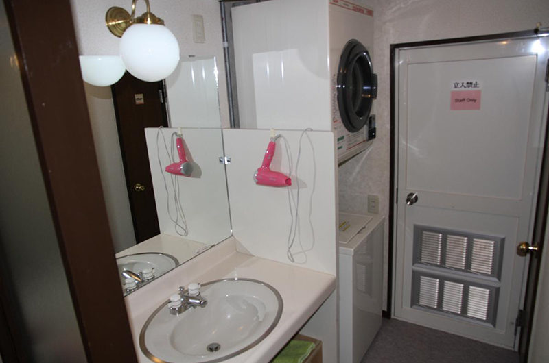 Popcorn Lodge Bathroom | East Hirafu