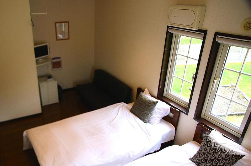 Popcorn Lodge Twin Bedroom | East Hirafu