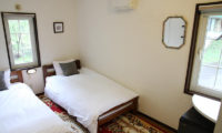 Popcorn Lodge Bedroom with Twin Beds | East Hirafu