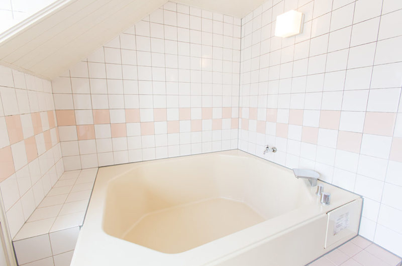Heritage Bathtub | East Hirafu
