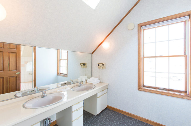Heritage His and Hers Bathroom | East Hirafu