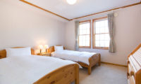Heritage Twin Bedroom with Carpet | East Hirafu