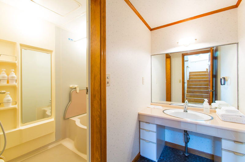 Heritage Bathroom with Bathtub | East Hirafu