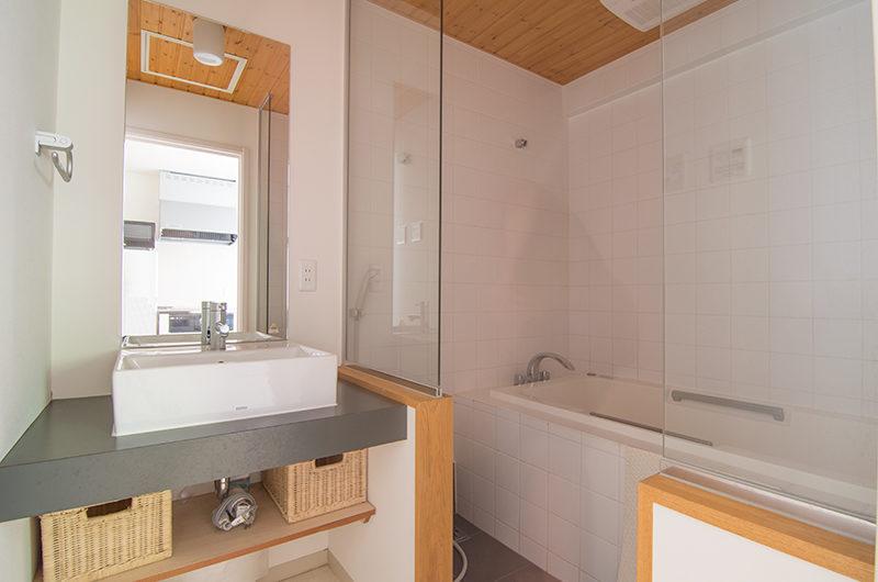 Sakura Apartments Bathtub | Lower Hirafu