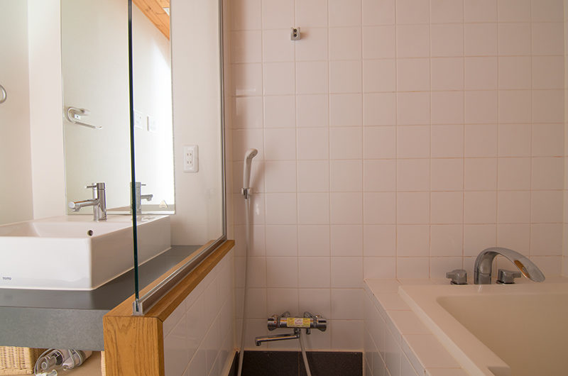 Sakura Apartments Bathroom with Bathtub | Lower Hirafu