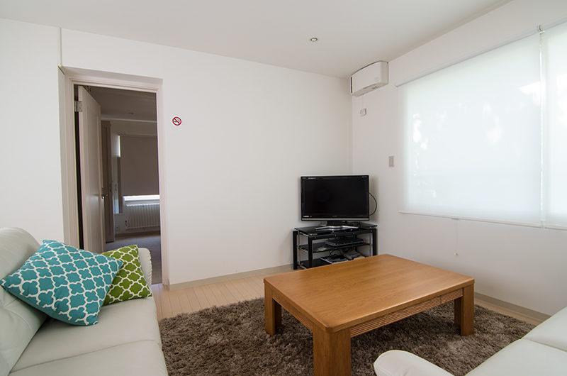Sakura Apartments Lounge with TV | Lower Hirafu