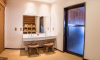 Villa Rusutsu Bathroom with Mirror | Rusutsu