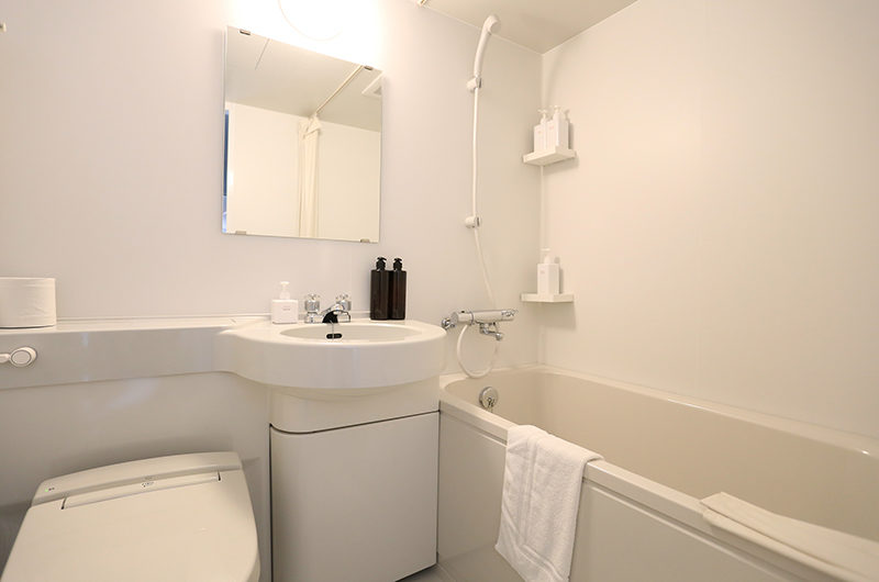 Bliss Lodging Twin Bathroom | East Hirafu