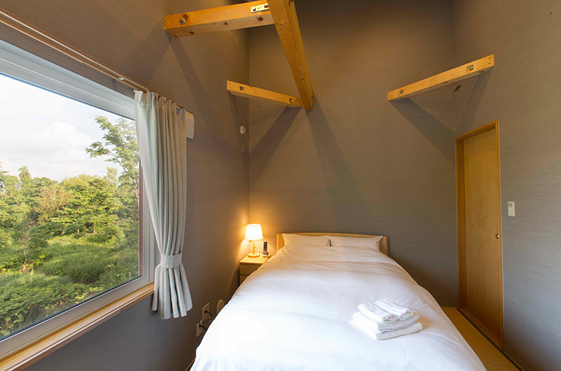 Swing Bridge House Bedroom with Window | Higashiyama