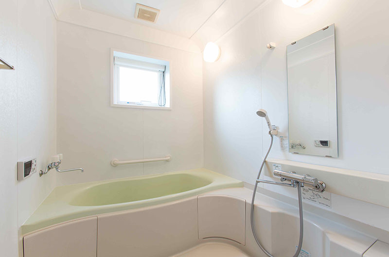 Swing Bridge House Bathroom with Bathtub | Higashiyama