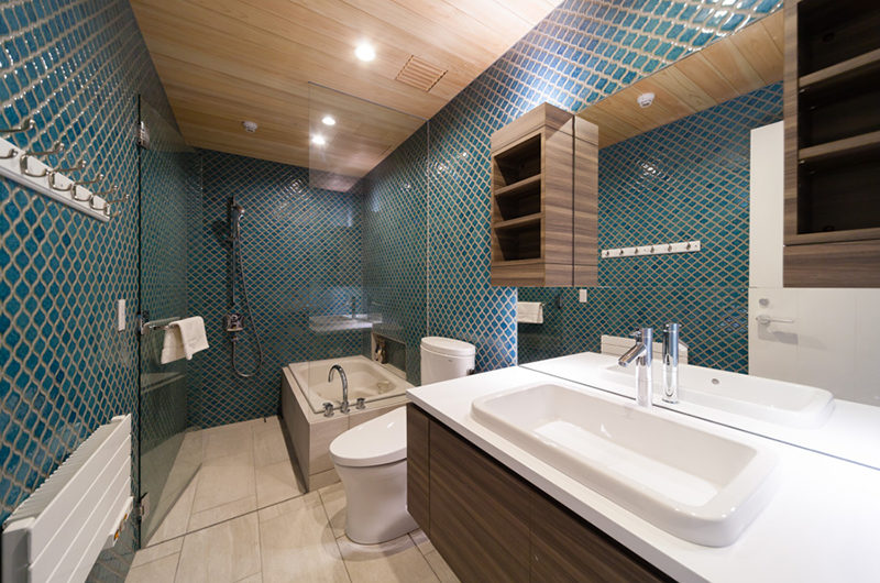 Amo 54 Bathroom with Bathtub | Upper Wadano