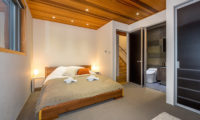 Phoenix Cocoon Bedroom and En-Suite Bathroom | Lower Wadano