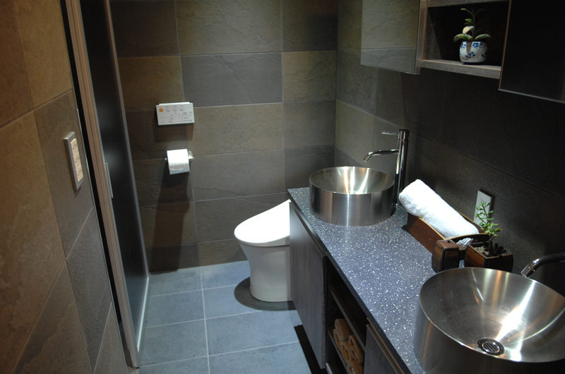 Phoenix Cocoon His and Hers Bathroom | Lower Wadano