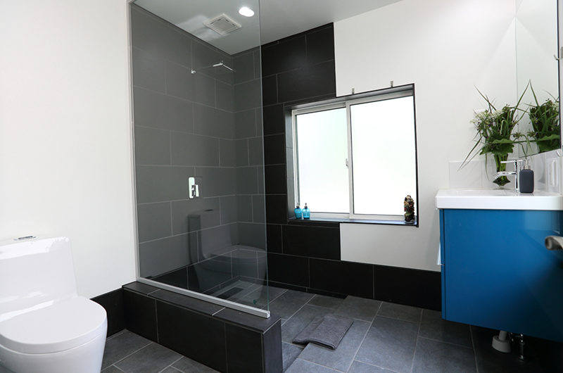 Hakuba Slopeside Chalet Bathroom with Shower | Tsugaike