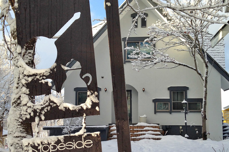 Hakuba Slopeside Chalet Entrance | Tsugaike