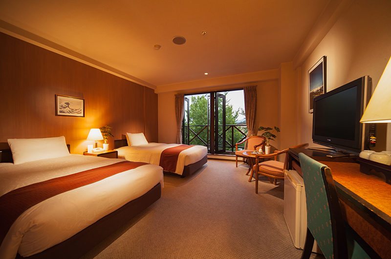 Hakuba Springs Hotel Deluxe Twin Room with TV | Happo Village