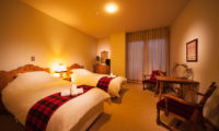 Marillen Hotel Twin Bedroom | Happo Village