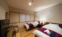Luna Hotel Twin Bedroom with TV | Upper Wadano