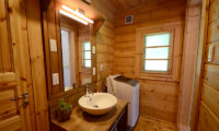 Maki Cottage Bathroom | Lower Wadano