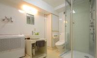 Maki Cottage En-Suite Bathroom | Lower Wadano