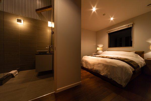 Phoenix Chalets Bedroom and En-Suite Bathroom | Lower Wadano