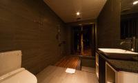 Phoenix Chalets Bathroom with Shower | Lower Wadano