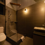 Phoenix Chalets En-Suite Bathroom   Lower Wadano