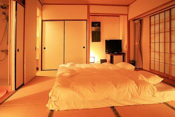 Phoenix Hotel Superior Bedroom | Lower Wadano
