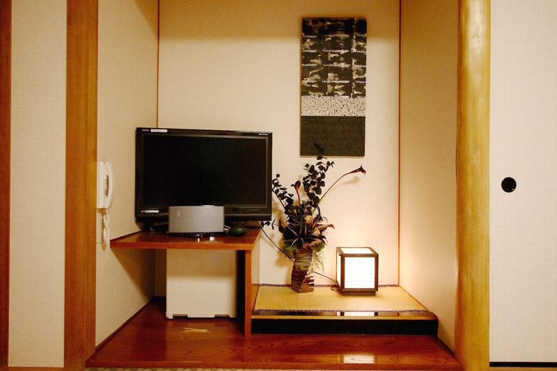 Phoenix Hotel TV | Lower Wadano