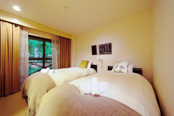 Phoenix Hotel Twin Bedroom | Lower Wadano
