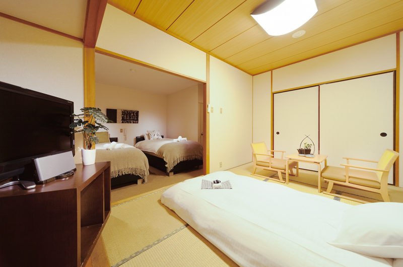Phoenix Hotel Western Japanese Combo Room | Lower Wadano