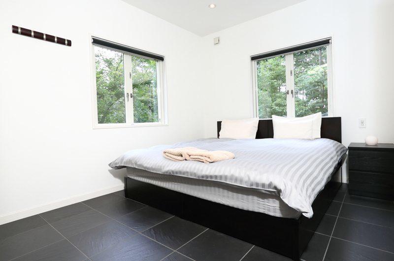 Powdersuites Bedroom with Windows | Goryu / Hakuba 47