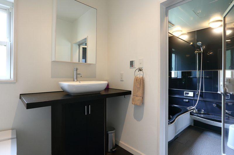 Powdersuites Bathroom with Shower | Goryu / Hakuba 47