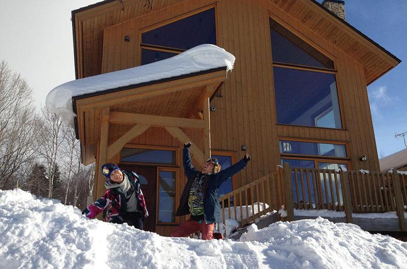 Ohisama House Outdoor Area with Snow   Rusutsu