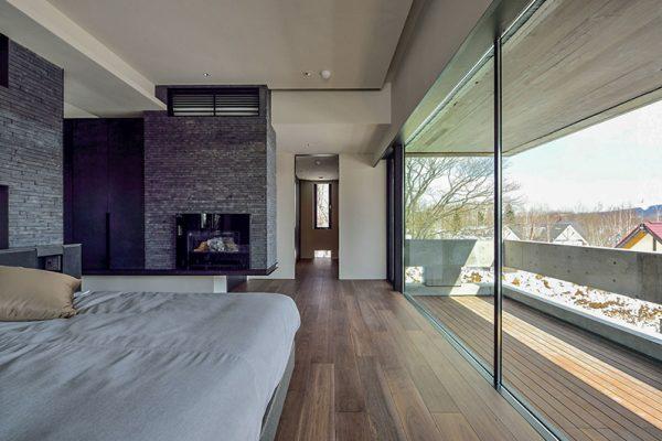 Ori Bedroom and Balcony | Lower Hirafu