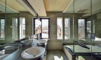 Ori En-Suite His and Hers Bathroom with Bathtub | Lower Hirafu