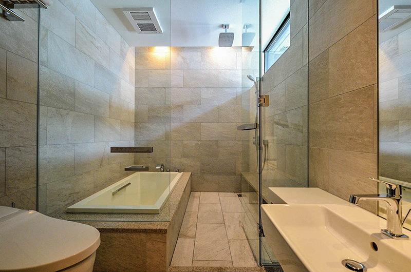 Ori En-Suite Bathroom with Bathtub | Lower Hirafu