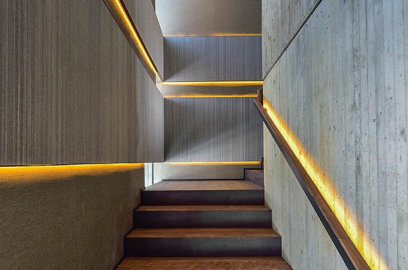 Ori Up Stairs | Lower Hirafu