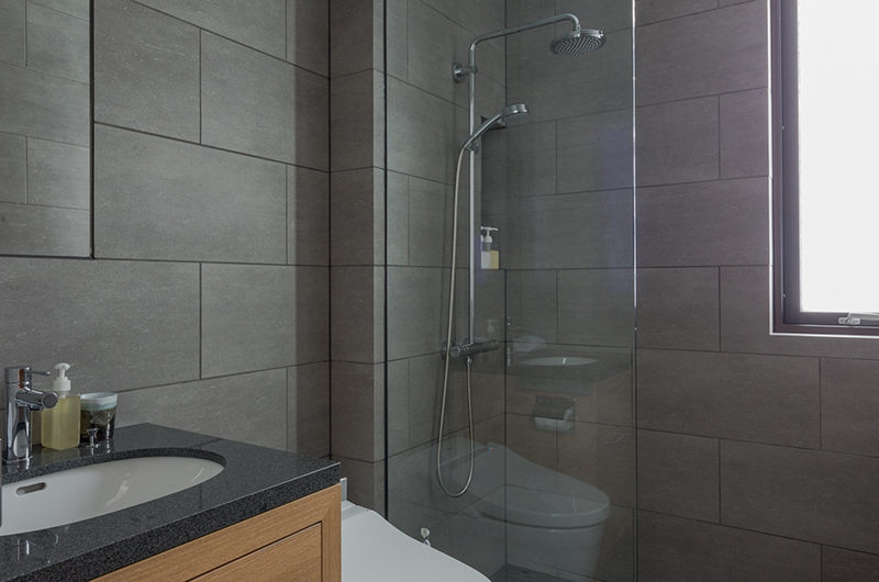 Yanagi House Bathroom | West Hirafu