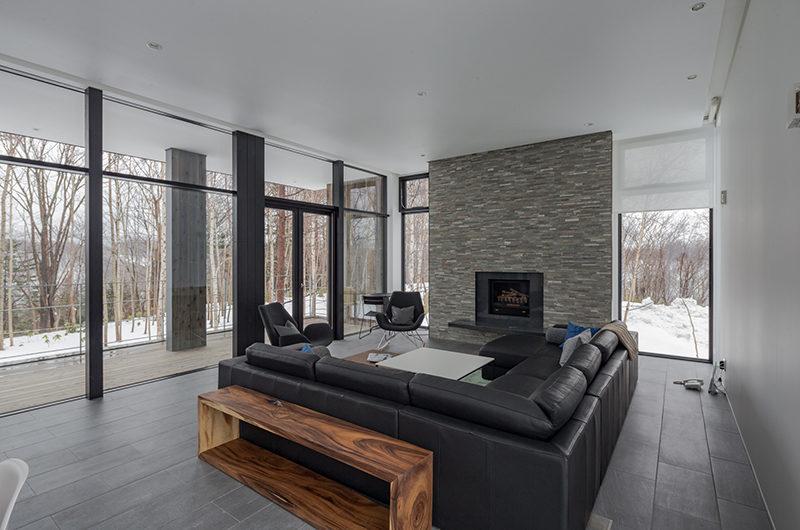 Yanagi House Living Area with Fireplace   West Hirafu